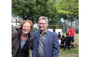 Sozialdezernentin Barbara Akdeniz und Staatsekretär Jo Dreiseitel